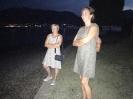 Jolanda und Sandra am nächtlichen Strand