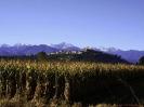 Mondovì mit den schneebedeckten Bergen im Hintergrund